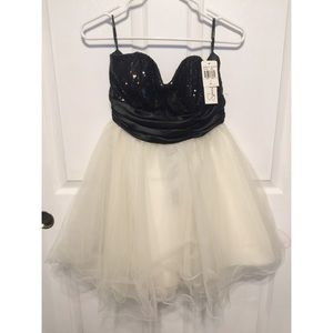 Dresses & Skirts - NWT Prom dress